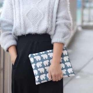 Zipped pouch clutch