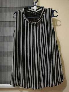 Long stripes sleeveless blouse