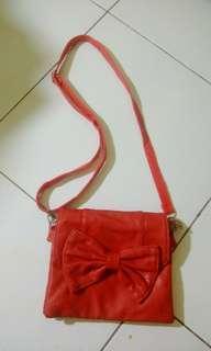 #bersihbersih Sling bag merah