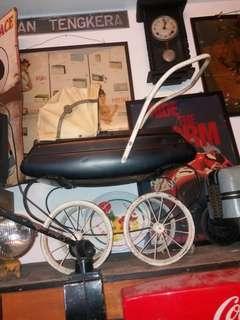Vintage stroller baby.. antik