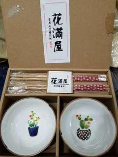 瓷器 純手繪彩際 花滿屋 陶瓷杯 陶瓷碗 筷子 植物 花樽 仙人掌 厚碗 飯碗 湯碗 全新一套 綠色碗 玫紅筷子襯木色