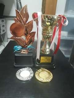 Tropies ang medals