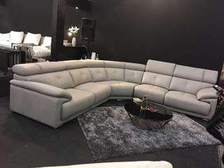 L Shaped Sofa 5 seats (got extend seat for legs)