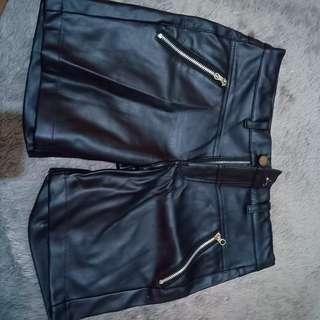 Celana kulit. Leather pants