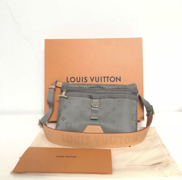 7a5c8f5e18e5 Louis Vuitton Titanium monogram messenger bag
