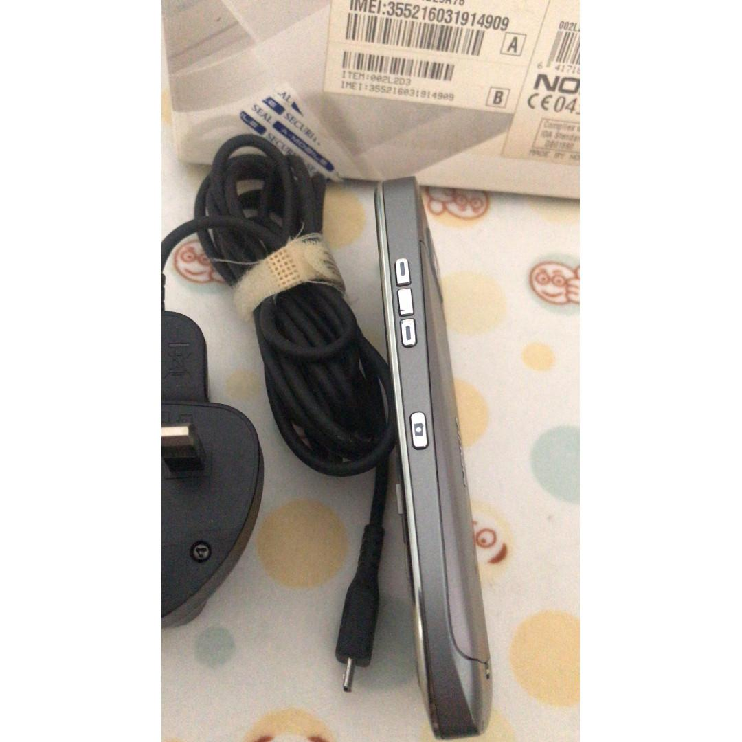 Nokia E52 Grey - with Free Original ear piece x 2