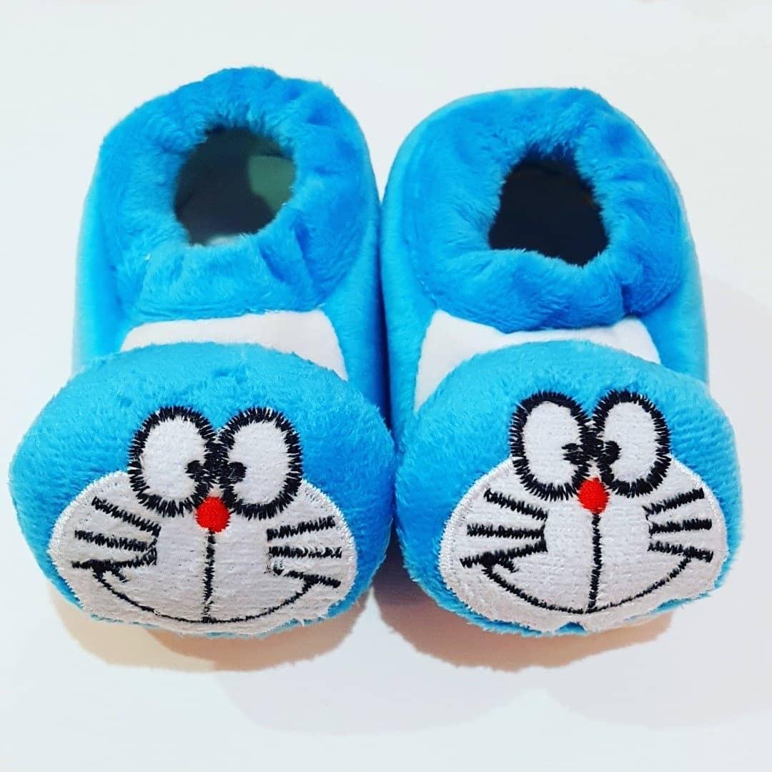 Sepatu Bayi Prewalker Beludru Hangat Doraemon