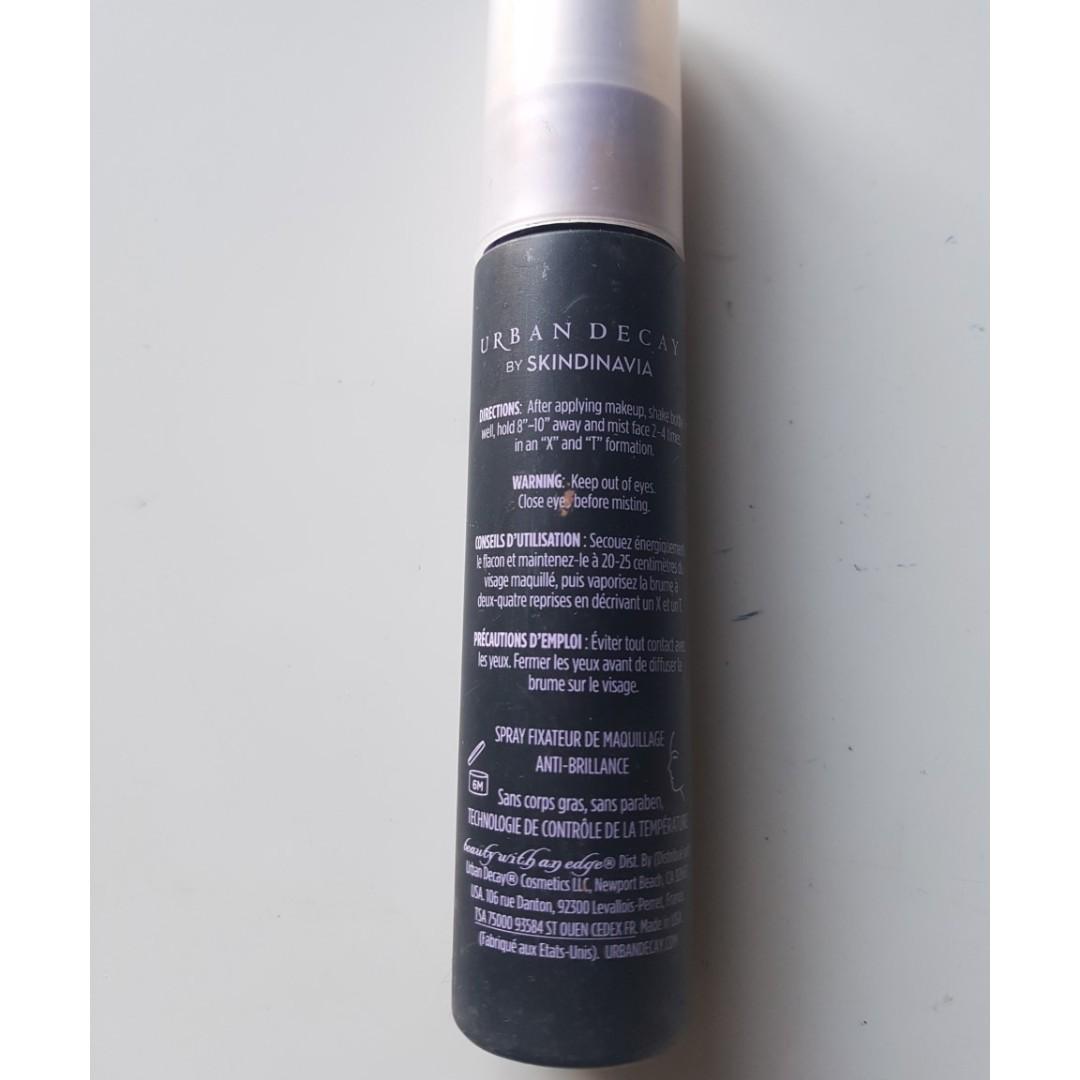 URBAN DECAY De-Slick Oil Control Makeup Setting Spray.