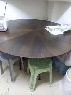 圓形飯枱: 直徑55吋 高30吋
