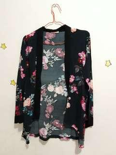 Outer Warna Hitam Motif Floral