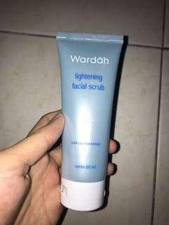 Wardah facial scrub