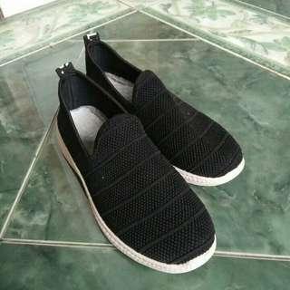 Sepatu Olahraga Wanita Hitam #bersihbersih
