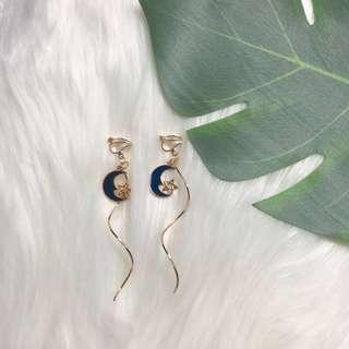 🚚 *new* clip on gold swirly moon 🌙 earrings