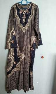 Jubah with beads