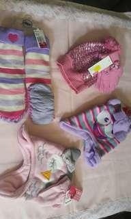 NEW! Bonnet and Gloves set for toddler