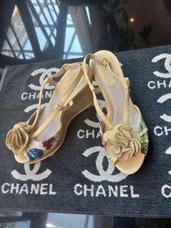 Sepatu wedges bunga kuning