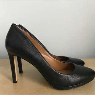 Banana Republic Leather Kelsey Pumps Size 9.5 (padded insoles!)