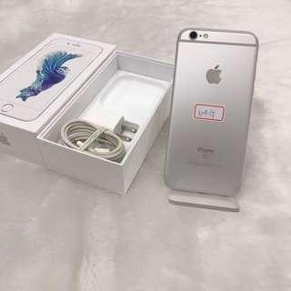 iPhone 6s 64g(4.7) good condition no scratches with charger no headphones
