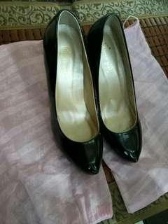 🚚 尺寸24 二手黑色紅底高跟鞋