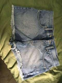 🚚 GU牛仔短褲 尺寸在圖片內