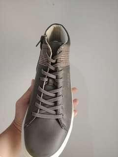 Sepatu guess ori sneakers