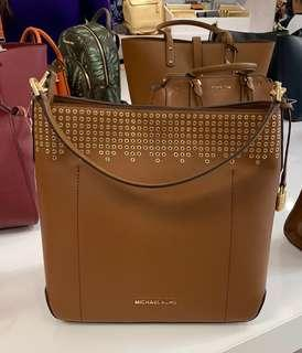 Auth. Michael Kors MK Hayes Large Bucket Convertible Bag