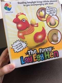 Lucu banget: mainan elektronik bisa jalan dan bertelur! Ayam nya keliling2 dan ngeluarin telur nya 😆 bagus buat yg sedang belajar merangkak
