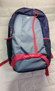 輕便Quechua Backpack