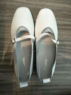 BN St Louis White Mary Jane design shoes