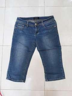 Magnolia celana sedengkul jeans