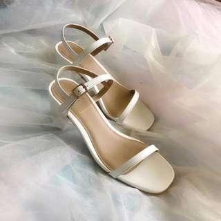 Midheel / Block Heel in Classic White