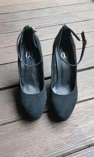 Cool x (sml) black and green heels