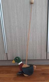 PL WOODEN STICK WALKING/FLAPPING DUCK