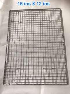 Cooling wire mesh rack for cake and cookies