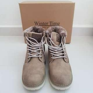 Winter Time Ladies Winter Boots