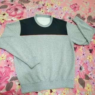 UNIQLO Crewneck (sweater)