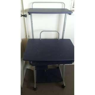 computer study table Good condition We can help arrange delivery also