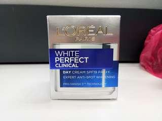 Loreal white perfect day cream