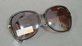 [二手私人衣著] 優雅黑框太陽眼鏡
