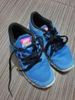 Last Day Sale! Nike Free 5.0 Size 35.5 Euro 3.5 US 3 UK