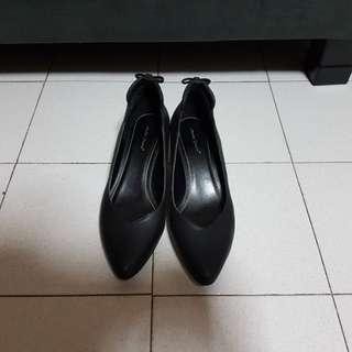 Formal Ladies High Heels (Black with Golden Heels)