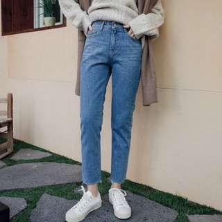 🚚 全新轉售 dubyou 小寬鬆自然不修邊牛仔褲 ab褲