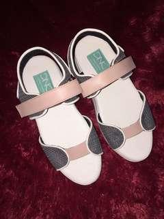 Sepatu flatform ( berrytwist salem )