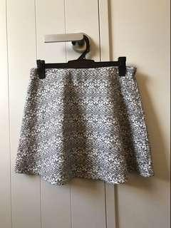 Grey and white patterned skirt