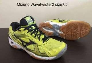 Mizuno wavetwaster2