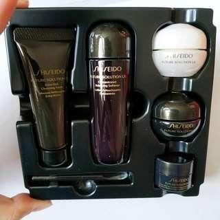 Shiseido Future Solution LX 5件旅行裝