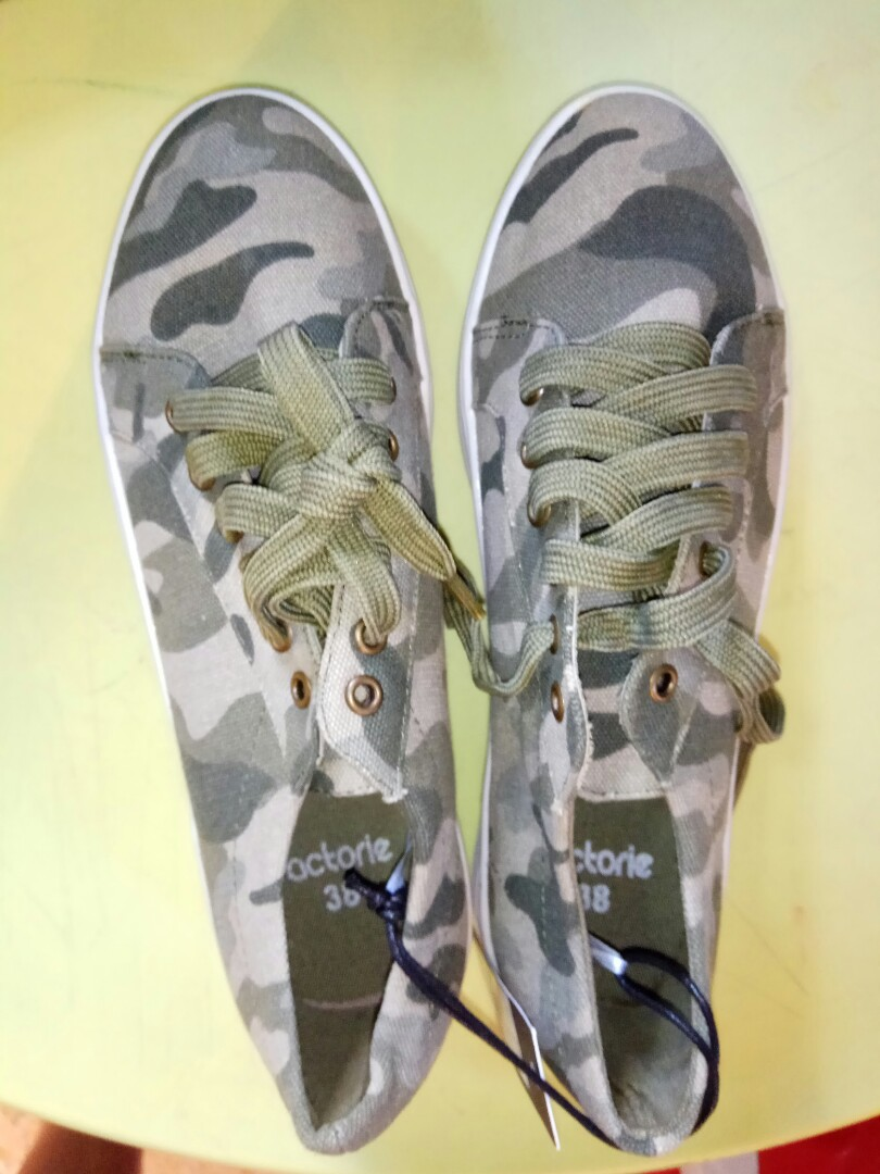 f4d28cc002107 Factorie Camo Platform Sneakers, Women's Fashion, Shoes, Sneakers on  Carousell