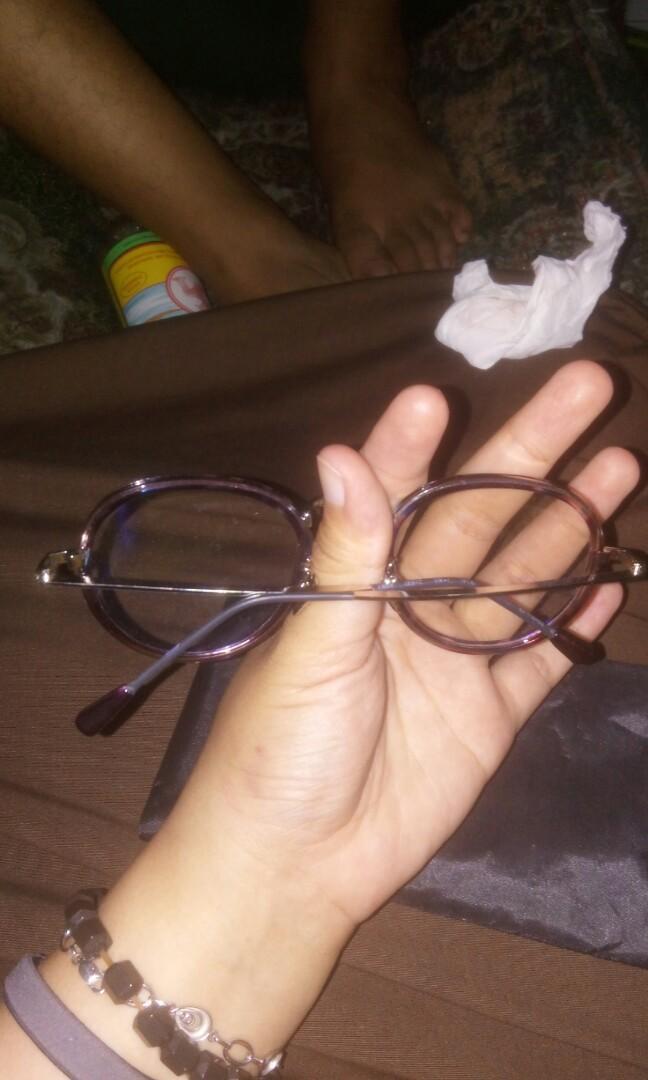 Kacamata gaya wanita