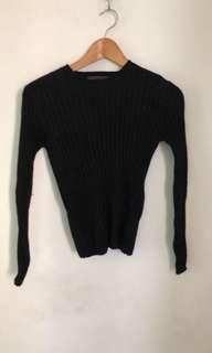 🚚 質感黑色長袖短版毛衣