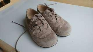 Us 8t eur 24 girls swede shoes used once